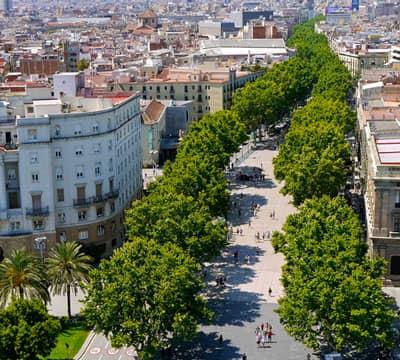 Рамбла (Барселона) - место, которое вы можете посетить, пройдя уроки испанского языка от Mondly