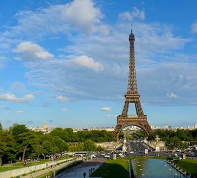 Torre Eiffel - un monumento che puoi visitare dopo aver seguito i corsi di francese di Mondly